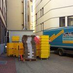 Der erste Umzugswagen am Morgen war mit Umzugsmaterial beladen, das dann im Wirtschaftshof bereitgestellt wurde.