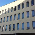 Die straßenseitige Fassade des St. Marienkrankenhauses.