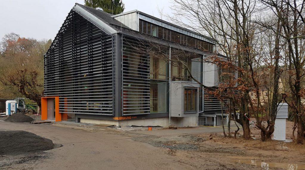 Umbau, Instandsetzung, Erweiterung des ehemaligen Hotel- und Gaststättenbetriebs Kühler Grund in Büro- und Gewerbeflächen