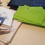 Beschnittene und gefaltete Weihanchtskarten